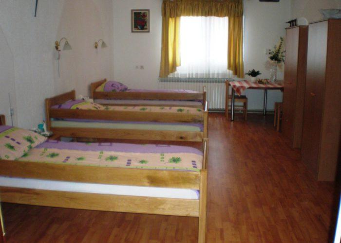 KUNIĆ - Obiteljski dom za starije