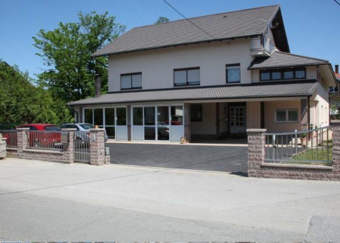 Obiteljski dom za starije LIPOVAC