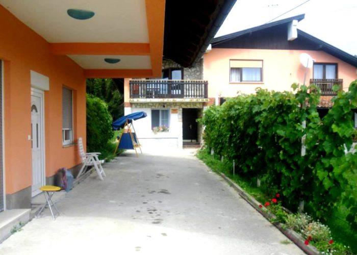 Obiteljski dom Petek, Vadina, Luka