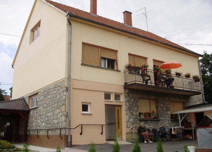 Care home ZLATNA DOB